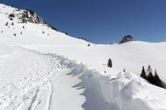 远足在巴法力亚阿尔卑斯在冬天 免版税库存图片