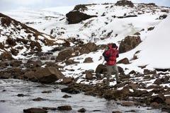 远足在极端天气 免版税库存照片