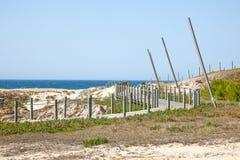 远足在海岸的道路 图库摄影