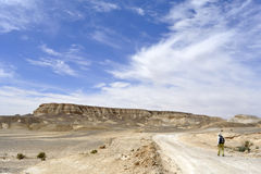 远足在犹太沙漠。 免版税库存图片