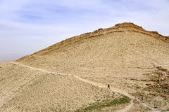 远足在犹太沙漠。 库存照片