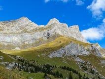 远足在登上Brunni在昂热尔贝格在瑞士阿尔卑斯 免版税库存照片