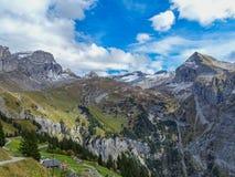 远足在登上Brunni在昂热尔贝格在瑞士阿尔卑斯 库存照片