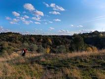 远足在秋天 库存照片