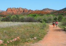 远足在红色岩石国家公园在Sedona 库存图片
