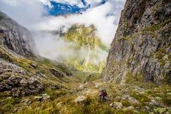 远足在美丽如画的高加索山脉在乔治亚 库存图片