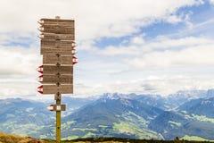 远足在里特纳垫铁,波尔扎诺自治省,意大利 免版税库存图片