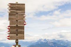 远足在里特纳垫铁,波尔扎诺自治省,意大利 免版税图库摄影