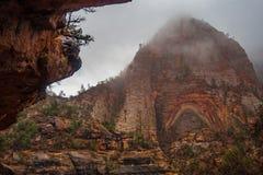 远足在锡安国家公园附近 免版税库存照片