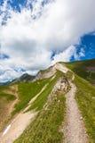 远足在Bernese Oberland的道路 库存图片