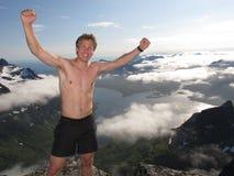 远足在Lofoten挪威山  免版税图库摄影