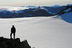 远足在Lofoten挪威山  库存照片