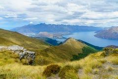 远足本洛蒙德轨道,湖wakatipu看法在昆斯敦,新西兰43 免版税库存图片