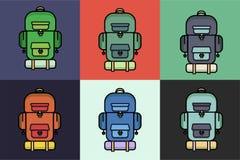 远足的和野营的设备,用不同的颜色 背包,背包的汇集 库存照片