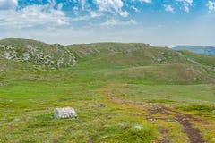 远足的地方Chatyr-Dah多山断层块的在克里米亚 图库摄影