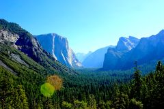 从远足的风景在优胜美地国家公园 免版税库存图片