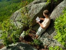 远足者俯视的申南多亚谷 免版税库存照片