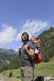 远足者和婴孩 免版税库存图片