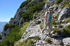 远足者在德国阿尔卑斯 免版税库存照片