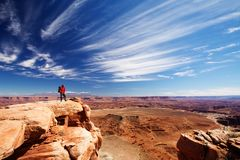 远足者在Canyonlands国家公园在犹他,美国 库存照片