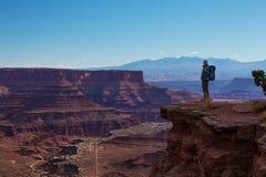远足者在Canyonlands国家公园在犹他,美国 库存图片