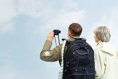 远足者夫妇  库存照片