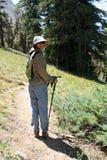 远足者山脉妇女 免版税库存照片