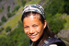 远足者微笑的妇女 库存图片
