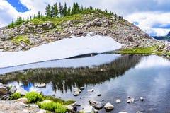 远足者水池反射艺术家点华盛顿州 免版税库存照片