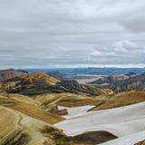 远足道路的Laugavegur审阅遥远,惊人的风景在兰德曼纳劳卡,冰岛 库存图片