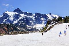 远足雪原艺术家点冰川登上Shuksan华盛顿 免版税图库摄影