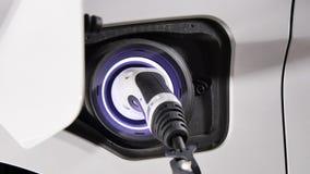 连接一辆电混合动力车辆的充电器插座 影视素材