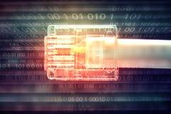 连接到互联网,在二进制数的计算机缆绳 免版税库存照片