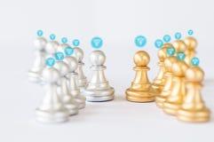 连接和网络概念、金子和灰色和银色棋 免版税库存照片