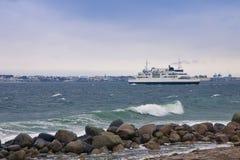连接在赫尔新哥在丹麦和赫尔辛堡之间的轮渡丹麦和瑞典边在瑞典 图库摄影
