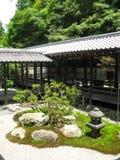连接在路寺庙之外的buldings nanzenji 免版税图库摄影