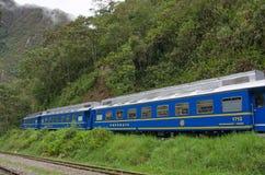 连接库斯科和马丘比丘的火车在秘鲁 免版税库存图片