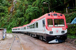 连接库斯科和马丘比丘的火车在秘鲁 免版税图库摄影