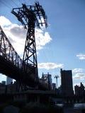 连接曼哈顿的缆绳用罗斯福岛 图库摄影