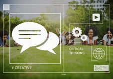 连接朋友社会的媒介分享户外概念 免版税库存照片