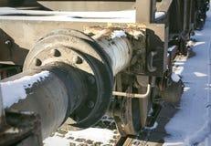 连接特写镜头两辆生锈的货车汽车之间的 库存图片