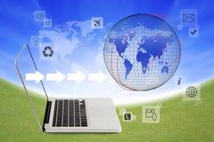连接用世界社交networ的膝上型计算机 库存照片