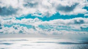 连接用天空的被打开的海 免版税库存图片