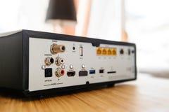 连接的多个口岸在电视箱子后 库存图片
