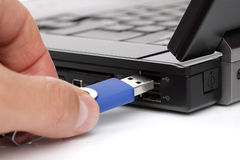 连接的USB闪存棍子 免版税库存图片