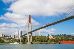 连接萨里和新威斯敏斯特市的Skytrain桥梁BC 免版税图库摄影