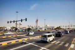 连接迪拜的高速公路的繁忙的交叉点到沙扎 免版税图库摄影