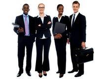 连续突出愉快的微笑的企业的小组 免版税库存图片