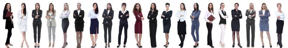 连续站立小组成功的年轻的女实业家 免版税库存照片