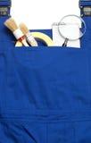 连衫裤工作服概念,搜寻一个得心应手的人,放大镜 库存照片